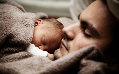 Un congé paternité allongé pour le bien-être de bébé, mais pas que !